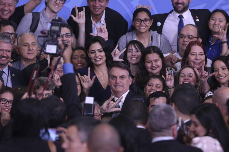 O presidente Jair Bolsonaro e a primeira-dama Michelle Bolsonaro, participam da Solenidade do Dia Nacional dos Surdos e Lançamento do LibrasGOV