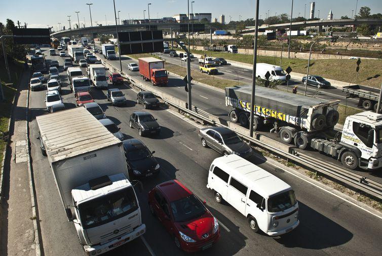 Trânsito congestionado na Marginal do Tietê