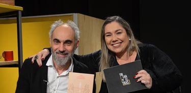 Katy Navarro recebe o escritor João Anzanello Carrascoza