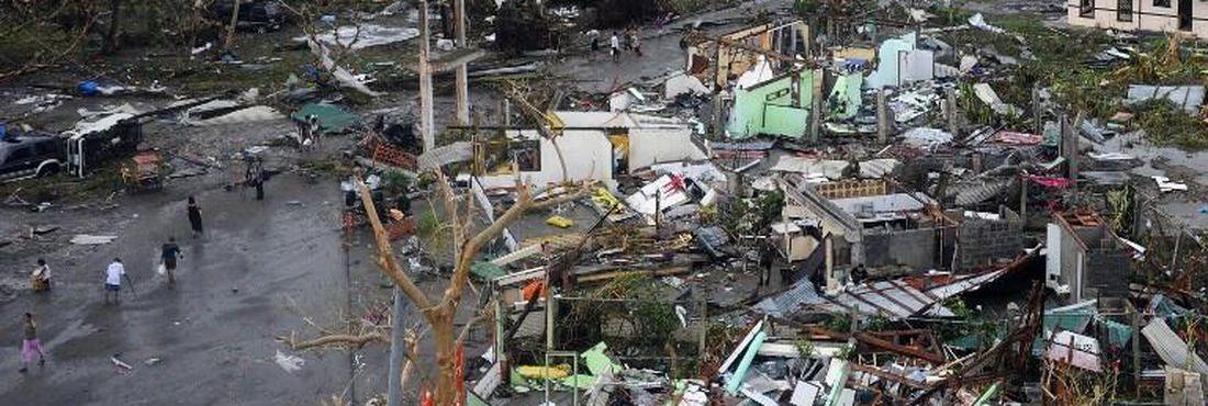 Tufão Hayden deixou rastro de destruição em áreas que se recuperavam de terremoto de 7,1 graus na escala Richter, registrado em outubro
