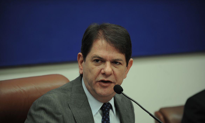 O ministro da Educação, Cid Gomes, participa da reunião ordinária do pleno do Conselho Nacional de Educação (CNE).