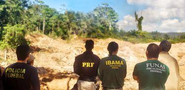 Operação da Funai desarticula focos de extração ilegal de minérios e madeira em Mato Grosso