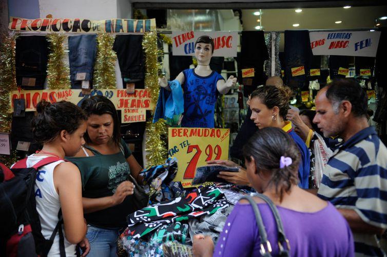 406d07d9b Cresce número de brasileiros sem acesso a crédito ou compras a prazo | Agência  Brasil