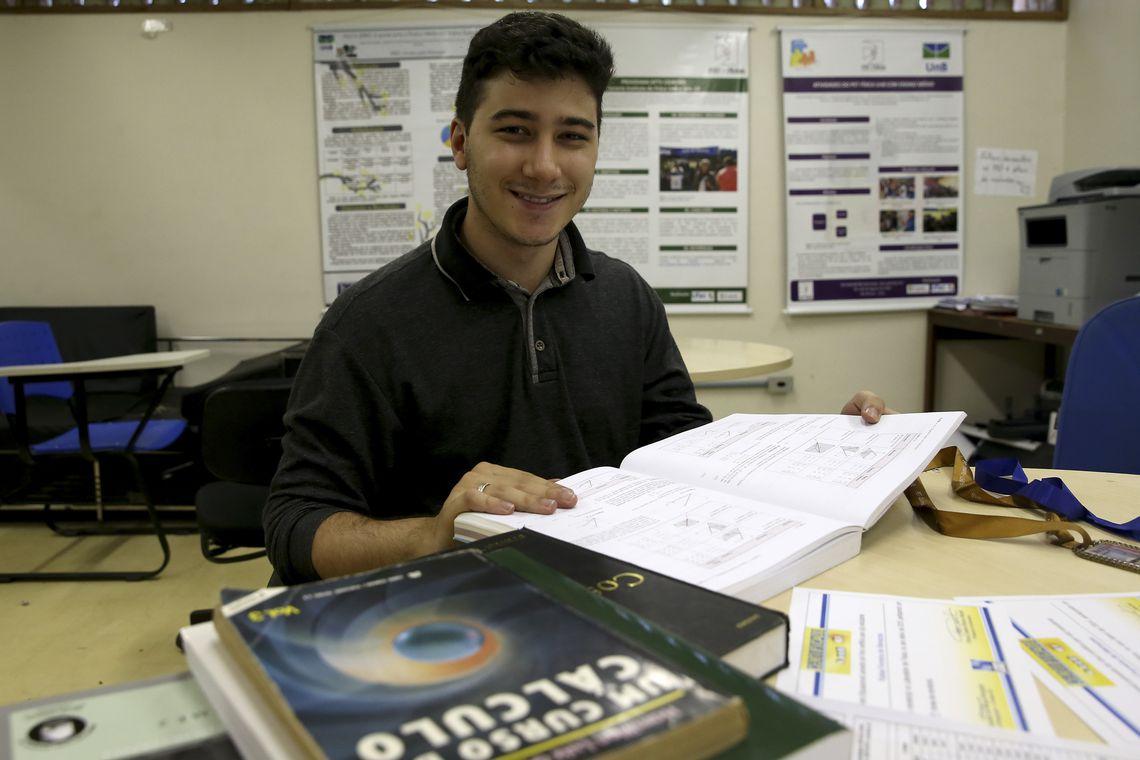 Rafael Ferreira foi aprovado no Instituto de Tecnologia de Massachusetts (MIT) para cursar o quinto semestre de física, cria vaquinha virtual para intercâmbio.