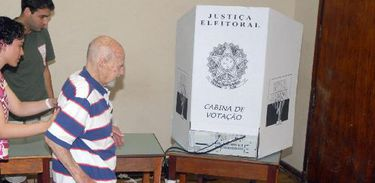 Cerca de 60% dos eleitores com mais de 70 anos deixaram de votar em 2014