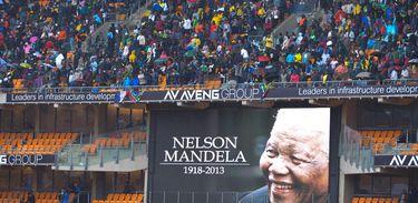 Joanesburgo (África do Sul - 10/12/2013) - Milhares de pessoas foram ao Estádio Soccer City prestar as últimas homenagens ao ex-presidente Nelson Mandela (Marcello Casal Jr/Arquivo Agência Brasil)