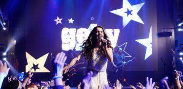 Gaby Estrella anima o público em show