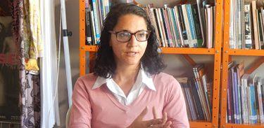 Taís Victa, surda oralizada, é mediadora da Casa Da Mulher Trabalhadora (CAMTRA)