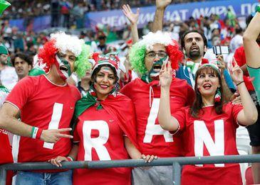 Torcedoras acompanha jogo entre Irã e Espanha na Copa da Rússia