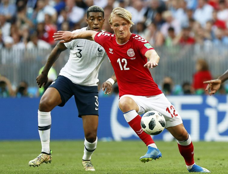 Moscow (Russian Federation), 26/06/2018.- Presnel Kimpembe (L) of France in action against Kasper Dolberg (R) of Denmark during the FIFA World Cup 2018 group C preliminary round soccer match between Denmark and France in Moscow, Russia, 26 June