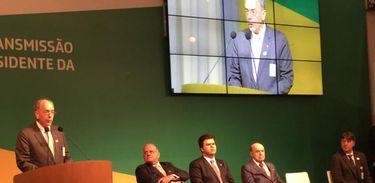 O novo presidente da Petrobras, Pedro Parente, discursa na solenidade de transmissão de cargo