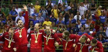 Seleção masculina da Dinamarca vence a França e ganha ouro no handebol