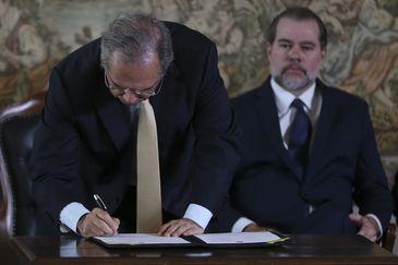 O ministro da Economia, Paulo Guedes,e o presidente do STF, ministro  Dias Toffoli, participam do lançamento da Estratégia Nacional Integrada para a Desjudicialização da Previdência Social, no Supremo Tribunal Federal (STF)