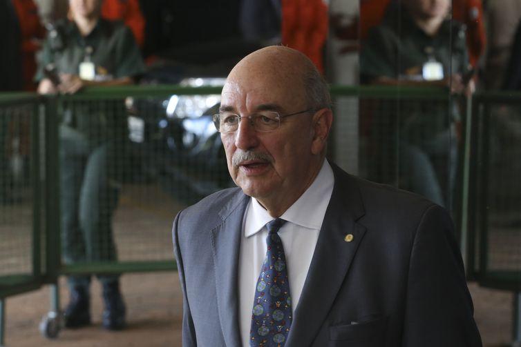 O futuro ministro da Cidadania e Ação Social, Osmar Terra, fala à imprensa, no CCBB.