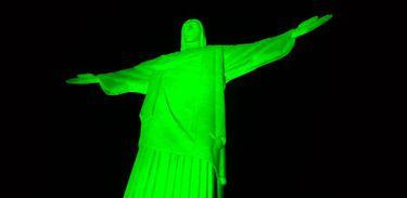 Cristo Redentor é iluminado de verde para comemorar o Dia Nacional de Combate ao Glaucoma
