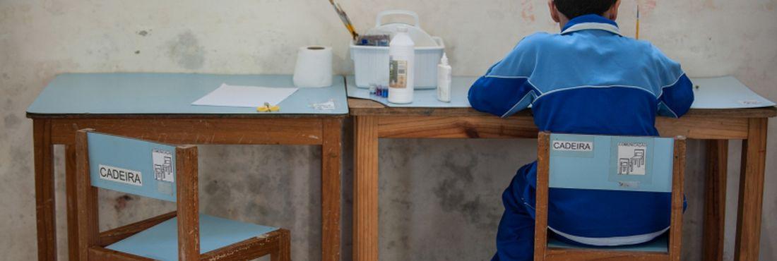 Alunos da Associação dos Amigos da Criança Autista (Auma), na zona norte de São Paulo, realizam diversas atividades pedagógicas