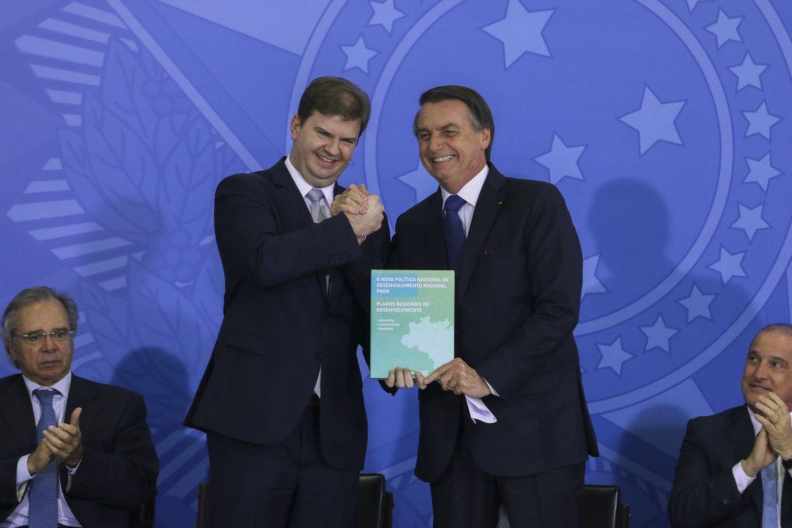 O ministro do Desenvolvimento Regional, Gustavo Canuto, e o presidente Jair Bolsonaro durante cerimônia da entrega Oficial dos Planos Regionais da Amazônia, do Nordeste e do Centro-Oeste.
