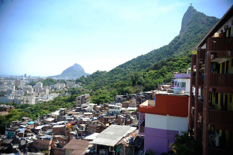 Rio de Janeiro - Oficiais da Força Nacional do Haiti passaram a tarde de hoje (30) conhecendo de perto o trabalho de uma Unidade de Polícia Pacificadora (UPP). Na Favela Dona Marta, na zona sul do Rio de Janeiro, cinco policiais visitaram a