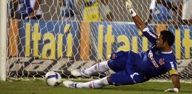 Goleiro Bruno em ação pelo Flamengo em 2009