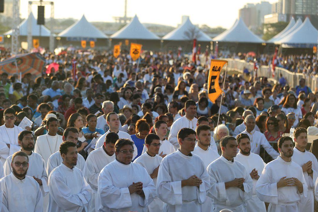 Brasília - Arquidiocese de Brasília realiza missa solene e procissão durante Festa da Padroeira - Nossa Senhora Aparecida, na Esplanada dos Ministérios (Marcello Casal Jr/Agência Brasil)