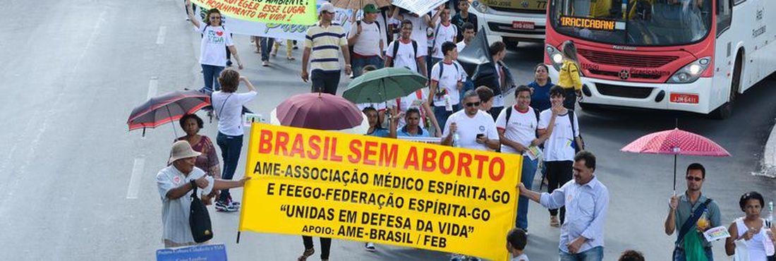 Movimento nacional faz marcha contra o aborto