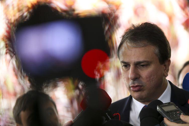 O governador reeleito do Ceará, Camilo Santana, após reunião dos governadores eleitos dos estados do nordeste, em Brasília.