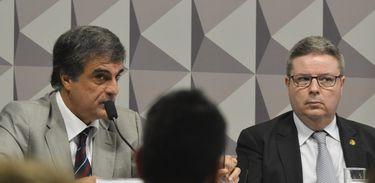 Brasília - O ex-advogado-geral da União José Eduardo Cardozo, durante sessão da Comissão Processante do Impeachment no Senado para discutir o cronograma apresentado pelo relator Antonio Anastasia sobre a etapa do processo contra a
