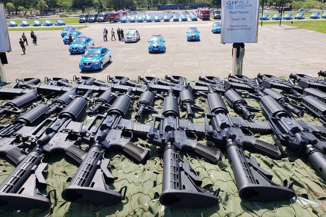 O Gabinete de Intervenção Federal (GIF), na segurança pública do Rio,  entrega viaturas, armamento, coletes à prova de balas e munições para as polícias civil, militar, Secretaria de Administração Penitenciária e Corpo de Bombeiros.