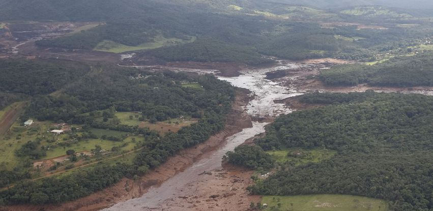 Sobrevoo da área atingida pelo rompimento da barragem em Brumadinho