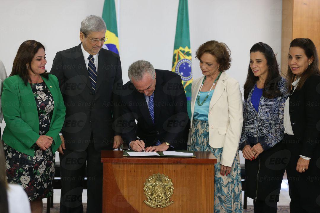 Brasília - O presidente Michel Temer, durante a cerimônia de assinatura do decreto de criação da Rede Brasil Mulher, no Palácio do Planalto (Valter Campanato/Agência Brasil)