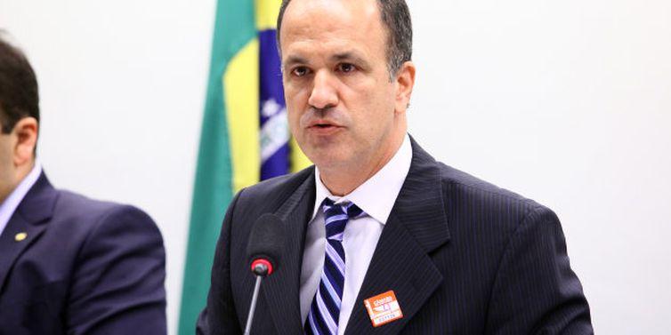 Guilherme Schelb, Educação