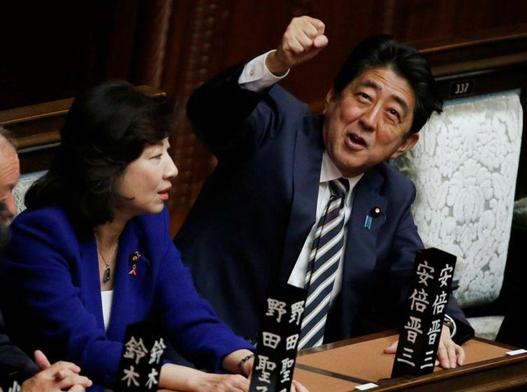 Primeiro-ministro do Japão, Shinzo Abe, na Câmara Baixa do Parlamento, em Tóquio - Agência Reuters