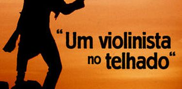Um Violinista no Telhado (1971)
