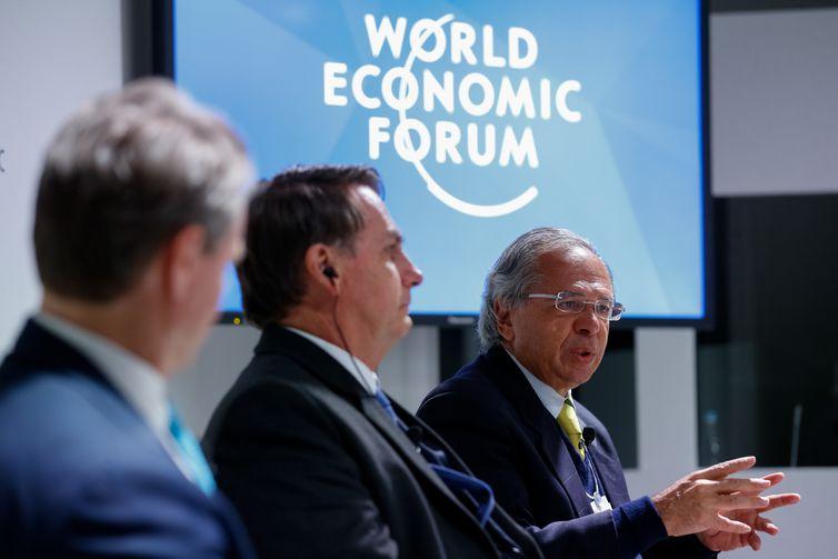 O Presidente da República, Jair Bolsonaro, e o  Ministro de Estado da Economia, Paulo Guedes, durante reunião do Conselho Internacional de Negócios no  Fórum Econômico Mundial em Davos