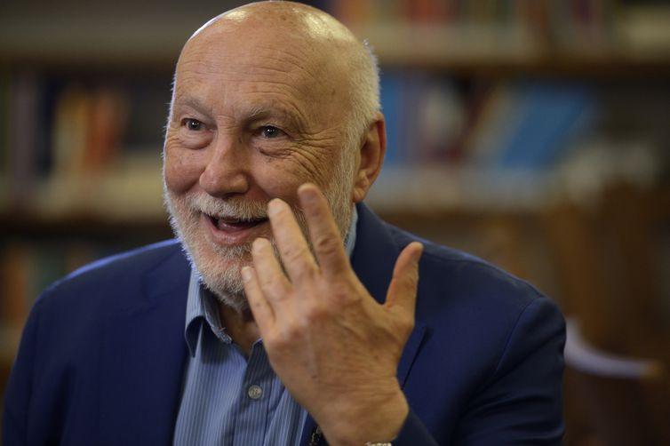 O sociólogo italiano Domenico de Masi, concede entrevista à Agência Brasil