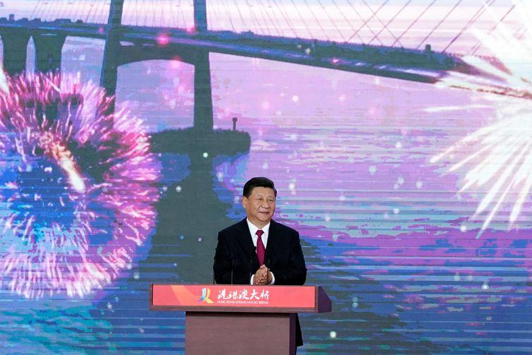 Presidente chinês, Xi Jinping durante cerimônia de abertura da Ponte Hong Kong-Zhuhai-Macau em Zhuhai, Guangdong province, China. REUTERS/Aly Song