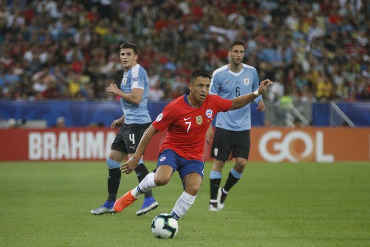 Chile e Peru decidem hoje quem pega o Brasil na final da Copa