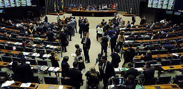Plenário da Câmara dos Deputados em sessão extraodinária visto de cima