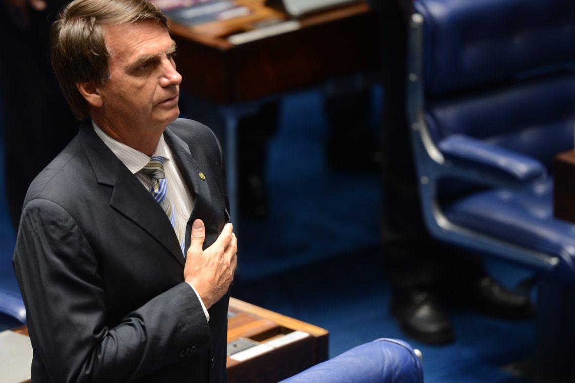 Brasília - O deputado Jair Bolsonaro durante promulgação da Emenda Constitucional 77, que permite médicos militares trabalharem no SUS  (Antonio Cruz/Agência Brasil)