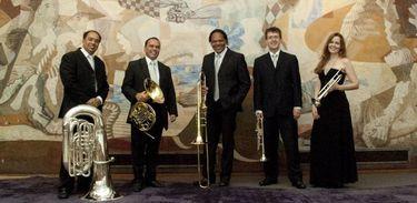 Trompetista Paulo Mendonça é o 4º à direita