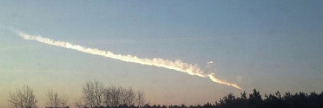 Queda de meteorito deixou pelo menos 400 feridos em Tchelyabinsk, na Rússia, nesta sexta-feira