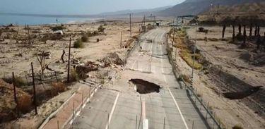Cratera às margens do Mar Morto