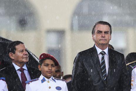 Presidente da República, Jair Bolsonaro durante Cerimônia Comemorativa do Dia do Exército, com a Imposição da Ordem do Mérito Militar e da Medalha do Exército Brasileiro.