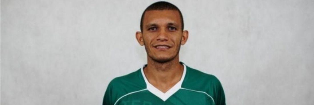 Lateral esquerdo Bruno Recife