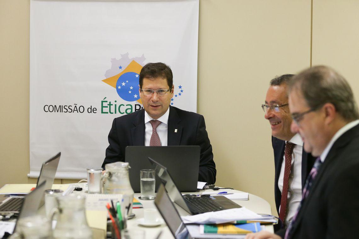 Brasília - O presidente da Comissão de Ética Pública da Presidência da República, Mauro Menezes, durante reunião com membros da comissão (José Cruz/Agência Brasil)