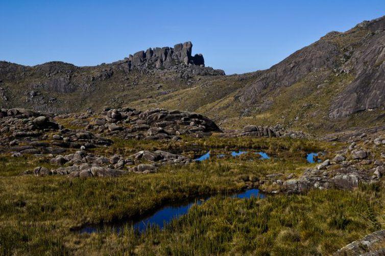 Formação rochosa conhecida como Prateleiras é uma das atrações do Parque de Itatiaia, que completa 80 anos.