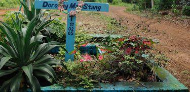 Completam dez anos do assassinato da missionária norte-americana Dorothy Stang. Na foto, placa em homenagem a Dorothy no local onde a missionária foi assassinada (Tomaz Silva/Agência Brasil)