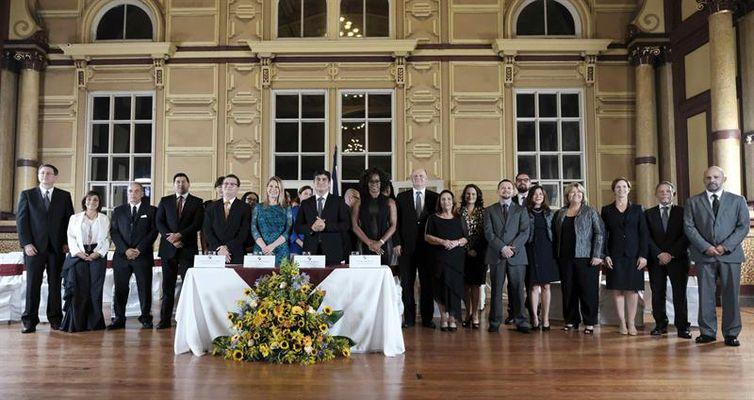 Governo da Costa Rica tem novo gabinete formado, em sua maioria, por mulheres