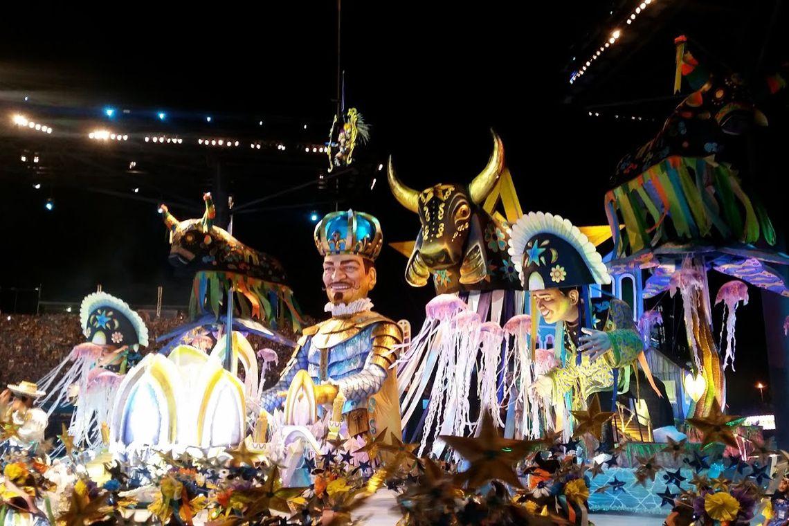 Parintins (AM) - Apresentação do Boi Caprichoso no 52º Festival Folclórico de Parintins (Bianca Paiva/Agência Brasil)