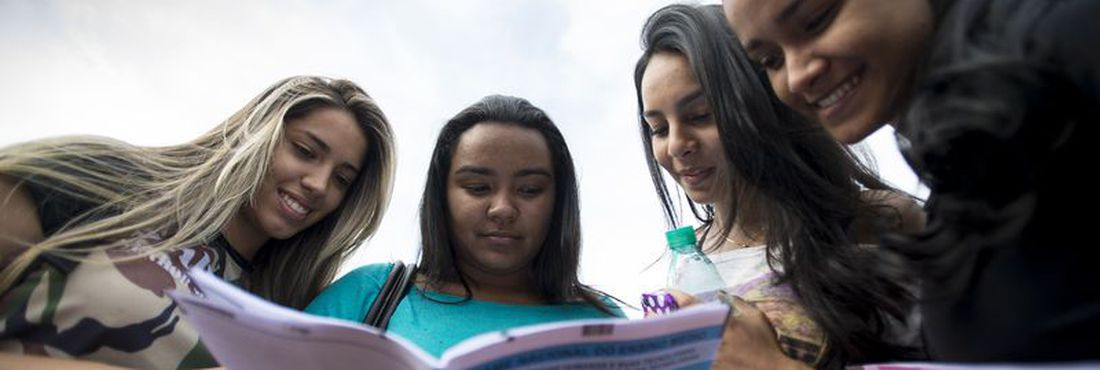 As amigas Jéssica Frazão, 18, Jéssica Barbosa, 21, Jéssyca Reis, 18, e Jhully da Silva, 18, relatam suas impressões sobre o primeiro dia de provas do Enem2014